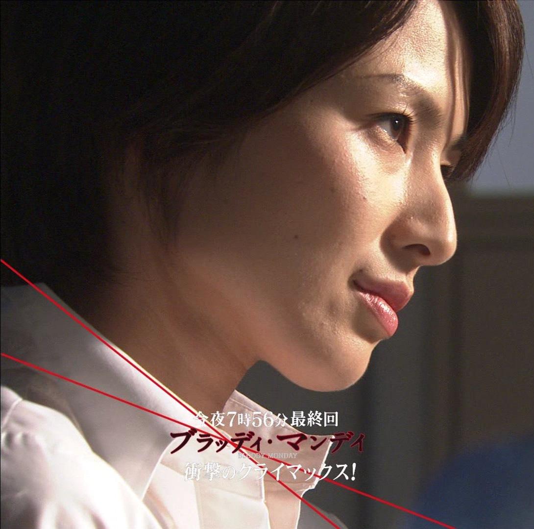 吉瀬美智子 胸の谷間と美脚キャプ画像(エロ・アイコラ画像)