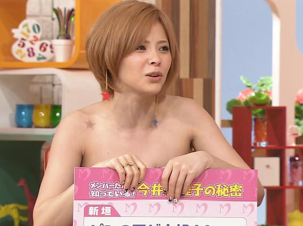 松浦亜弥 フリップで隠した全裸キャプ画像(エロ・アイコラ画像)