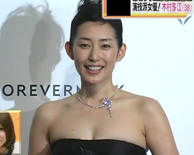 木村多江 大人の魅力全開のセクシードレスキャプ画像(エロ・アイコラ画像)
