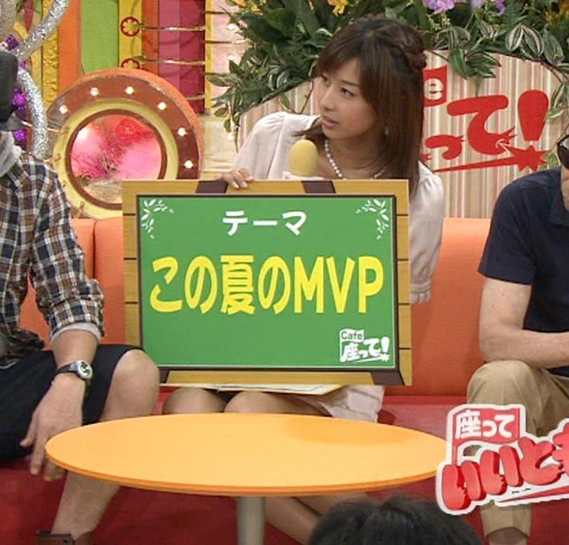 加藤綾子 ミニスカートをフリップで隠す (座っていいとも!)キャプ画像(エロ・アイコラ画像)